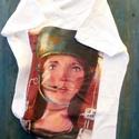 Space girl, Ruha, divat, cipő, Női ruha, Felsőrész, póló, Egyedi, sajat grafikammal tervezett póló.  Meret  L Anyaga  100 % PAMUT  ajanlottan postazom.    , Meska