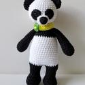 Tao, a panda, Játék, Baba-mama-gyerek, Játékfigura, Ballagás, Tao egy 18 cm magas pandamaci, aki most barátaival él az erdőben, bambusz után kutatva, de szív..., Meska