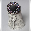 Kör virág feketében...(gyűrű), Ékszer, Gyűrű, Ékszerkészítés, Kerámia, Swarovski kristállyokkal készített ékszer. Maga az alkatrész nemesacélból van ami nagyon jó az ezüs..., Meska