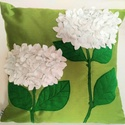 Zöld díszpárna 2 szál (filc) fehér hortenzia díszítéssel, Dekoráció, Otthon, lakberendezés, Lakástextil, Párna, Varrás, Virágok, melyek soha nem hervadnak el! :) Zöld alapszínű 40x40 cm-es kész párna, amelyre két szál f..., Meska