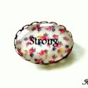 Strong -kitűző-, Ékszer, Bross, kitűző, Strong,azaz erős.  Pozitív kisugárzást növelő, vidám, romantikus, virágos kitűző. :)  25x1..., Meska