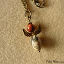 Aranyszárnyú angyal (nyaklánc), Ékszer, Nyaklánc, Vegyes ásvány gyöngyökből készítettem a 3,5 cm-es angyalfigurát. Szárnya 2 cm-es, antik ara..., Meska