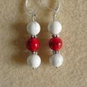Piros-fehér fülbevaló (howlit), Ékszer, Fülbevaló, Ezt a télies hangulatú kis fülbevalót piros festett és fehér howlit gyöngyökből állította..., Meska