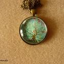Színes fa madarakkal, türkizkék alapon (nyaklánc, 30 mm), Színes, kedves kép nagy fával, röpködő szín...