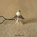 Angyalos mobildísz (fehér), Ékszer, Mobilékszer, Ékszerkészítés, Akril gyöngyökből és fém kiegészítőkből készült ez a légies kis angyalka. A figura 2,5 cm-es lett, ..., Meska