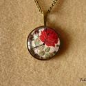 Vörös rózsa órával - nyaklánc, bronz, 25 mm, Ékszer, Nyaklánc, Szép mélypiros rózsa képe, a háttérben óra számlapja. Kedves, romantikus darab. :)  A bronz ..., Meska