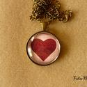 Bronz nyaklánc szívvel, üveglencsés (30 mm), Ékszer, Nyaklánc, Sima, antik bronz színű foglalatba tettem a 30 mm-es képet. Bordó szívet ábrázol rózsaszín ..., Meska