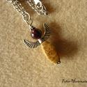 Angyalos nyaklánc  (gránát, jáspis), 3,5 cm-es angyalfigura, feje 8 mm-es gránát gyö...