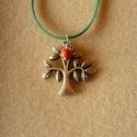 """Antik ezüst színű """"Lombos fa"""" medál korall gyönggyel és zöld szíjjal (3,5 x 3,5 cm-es), Lombos fát ábrázoló antik ezüst színű fém ..."""