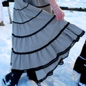 Fehérnép vidéki bársonyszoknyája (szürke), Magyar motívumokkal, Ruha, divat, cipő, Női ruha, Szoknya, Meleg kordbársony anyagból készült, csíkokból szabott gyönyörűség. Derekába gumit fűztü..., Meska