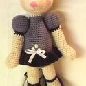 Egyedi  balerina egér -lila ruhában- horgolt figura.