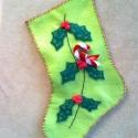Mikulás zokni - világos zöld, Dekoráció, Karácsonyi, adventi apróságok, Karácsonyi dekoráció, Ajándékzsák, Az ár egy termékre értendő.  Filcből készült, magyal mintás, masnis, csörgős Mikulás zokni.   Hossza..., Meska