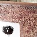 Csigás mintával gravírozott country rózsaszín, antikolt jellegű képkeret, Otthon, lakberendezés, Dekoráció, Kép, Képkeret, tükör, Famegmunkálás, Festett tárgyak, A készen vásárolt képkeret mintázatát kézzel gravíroztam, majd festettem country rózsaszínnel, csis..., Meska