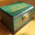 Pirogravírozott barna-türkiz-arany festett doboz, Otthon, lakberendezés, Tárolóeszköz, Doboz, Famegmunkálás, Festészet, A készen vásárolt dobozt csiga mintával pirogravíroztam. Türkiz fapáccal lefestettem, majd az egész..., Meska