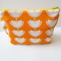 Lótuszvirágos nagy neszesszer - Lótuszvirágos neszeszer - Kozmetikai táska - Sminktáska - Pelenkázó táska - pelenkatartó, Táska, Baba-mama-gyerek, Neszesszer, Baba-mama kellék, Narancssárga alapon lótuszvirág mintás pamut anyagból készítettem ezt a nagy neszesszert. Sárga filc..., Meska