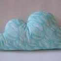 Tollas Felhő párna - Felhő alakú párna - Tollpihe mintás felhő - Felhő formájú párna - tollas textil felhő - tollpihés, Otthon & lakás, Gyerek & játék, Lakberendezés, Lakástextil, Párna, Gyerekszoba, Dekoráció, Varrás, Tollpihe mintás pamutvászon anyagból készült a felhő párna egyik oldala, másik világos menta színű ..., Meska