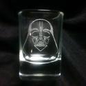 Feles pohár Star Wars sorozat: Darth Vader, Konyhafelszerelés, Férfiaknak, Bögre, csésze, Sör, bor, pálinka, Üvegművészet, Kézzel gravírozott feles pohár. Kiváló ajándék legénybúcsúra, születésnapra, karácsonyra, csak úgy ..., Meska