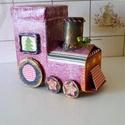 Pink mozdony-ajándékdoboz, Baba-mama-gyerek, Otthon, lakberendezés, Gyerekszoba, Tárolóeszköz - gyerekszobába, Papírművészet, Újrahasznosított anyagból készült mozdony,saját tervem alapján. Apróbb ajándék,csokoládé helyezhető..., Meska