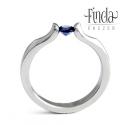 Liliom gyűrű valódi kék zafírral, Ékszer, óra, Esküvő, Gyűrű, Esküvői ékszer, Nemesacél gyűrű kék zafírral. A gyűrű 3 mm széles, a kő 3,7 mm átmérőjű kerek csiszolású. Egyedi for..., Meska