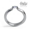 Liliom  gyűrű fehér cirkóniával , Esküvő, Ékszer, óra, Esküvői ékszer, Gyűrű, Nemesacél női gyűrű fehér cirkóniával. A gyűrű 3 mm széles, a kő 4 mm átmérőjű kerek csiszolású. Egy..., Meska