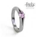 Princess gyűrű rózsaszín cirkóniával, Esküvő, Ékszer, óra, Esküvői ékszer, Gyűrű, Kézzel készült nemesacél gyűrű rózsaszín cirkóniával. A gyűrű 3 mm széles, a kő 4X4 mm princess / né..., Meska