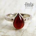 Ezüst gyűrű gránáttal , Ékszer, óra, Esküvő, Gyűrű, Esküvői ékszer, Ezüst gyűrű vörös gránáttal. A gyűrűsín felülete rusztikus, kalapált, 2.5 mm széles. A gránát drágak..., Meska