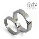 Leaf - Nemesacél karikagyűrűpár , Esküvő, Esküvői ékszer, Nemesacél karikagyűrűpár egymáshoz kapcsolódó levél mintával. A férfi gyűrű szélessége 5 mm. A női g..., Meska