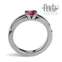 Velence nemesacél gyűrű rubinnal, Ékszer, Esküvő, Gyűrű, Esküvői ékszer, Elegáns kézzel kovácsolt nemesacél gyűrű, ovális csiszolású rubinnal.  Alapanyag: nemesacél Drágakő:..., Meska
