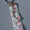 Rózsás, virágos romatikus kulcstartó kismadárral, Dekoráció, Otthon, lakberendezés, Táska, A szalag hossza 8,5 cm teljes hossz 12 cm., Meska