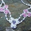 Tavaszi virágok lánc, Ékszer, óra, Medál, Nyaklánc, Üdvözökkel az oldalamon!  Eladó termékem: Csodálatos hófehér és rózsaszín színek jellemzik ezt a gyö..., Meska