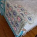 Virágos babatakaró, Baba-mama-gyerek, Gyerekszoba, Falvédő, takaró, Puha, meleg, mosógépben 30 °C-on mosható akril fonalból horgoltam ezt a kislányoknak való kocsitakar..., Meska