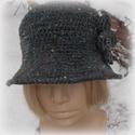 Csendes Este - Horgolt kalap, Ruha, divat, cipő, Kendő, sál, sapka, kesztyű, Sapka, Sötétszürke fonal, itt-ott színes kis göböcskékkel.  Gyapjú-akril keverék. Ebből készült a kalap, am..., Meska