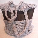Női horgolt táska textilbőrrel kombinálva