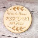 Esküvői poháralátét/köszönőajándék név és dátum gravírozással, Esküvő, Esküvői dekoráció, Meghívó, ültetőkártya, köszönőajándék, A poháralátét az ifjú pár keresztnevének és az esküvő dátumának gravírozásával készül egyedi megrend..., Meska