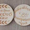 Két oldalán gravírozott esküvői poháralátét, köszönőajándék, Esküvő, Esküvői dekoráció, Meghívó, ültetőkártya, köszönőajándék, Ha olyan köszönőajándékot szeretnétek adni az esküvőtök napján a vendégeiteknek, ami személyre szóló..., Meska