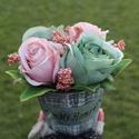 """""""Rózsa esszencia"""" virágdekoráció, Dekoráció, Otthon, lakberendezés, Csokor, Dísz, Koptatott szürkés fa kaspót mályva és zöldes színű óriás rózsákkal díszítettem a végeredmény egy let..., Meska"""