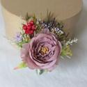 Tanú / vőlegény /örömapa kitűző , Nude mályva színű rózsa, piros szárazvirág, ...