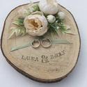 """""""Simplicity"""" gyűrűtartó esküvőre, fotózásra , Kb 20-25 cm-es faszeletet díszítettem ekrü sely..."""
