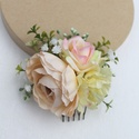 Virágos hajdísz, hajfésű alkalmakra , Pasztel színű, harmonizáló selyemvirágokat, h...