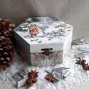 Madarak, Dekoráció, Ünnepi dekoráció, Karácsonyi, adventi apróságok, Karácsonyi dekoráció, A termék alapanyaga fa.A decoupage technika anyaga szalvéta. A termék méretei:14 cm széles, 8 c..., Meska