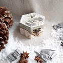 Galamb, Dekoráció, Ünnepi dekoráció, Karácsonyi, adventi apróságok, Karácsonyi dekoráció, A termék alapanyaga fa.A decoupage technika anyaga szalvéta. A termék méretei:8,5 cm széles, 5,..., Meska