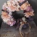 Kopogtató csodás virágokkal, Otthon & Lakás, Dekoráció, Ajtódísz & Kopogtató, Virágkötés, Természetes koszorú alapra készítettük selyemvirágokkal, igazi eucalyptus-szal, szalagokkal ezt a g..., Meska