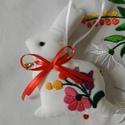 Húsvéti hímzett nyuszik, Dekoráció, Magyar motívumokkal, Ünnepi dekoráció, Húsvéti apróságok, Kalocsai motívumokból merítettem a textilnyuszik hímzésmintáit. Napszövetre hímeztem, és a stílushoz..., Meska