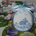 Keresztszemes textil tojás, Dekoráció, Ünnepi dekoráció, Húsvéti apróságok, Húsvéti motívumot hímeztem a textiltojás elejére keresztszemes hímzés technikával. Tavaszi színekben..., Meska