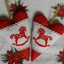 Karácsonyi hintaló - szívpár, Dekoráció, Ünnepi dekoráció, Karácsonyi, adventi apróságok, Karácsonyfadísz, Hímzés, Varrás, Keresztszemes mintával díszítettem a textilszíveket, amelyek párban vannak. A hintalovacskák tükörk..., Meska