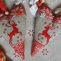 Téli rege - szívpár, Dekoráció, Otthon, lakberendezés, Ünnepi dekoráció, Karácsonyi, adventi apróságok, Karácsonyfadísz, Hímzés, Varrás, Régmúlt korok karácsonyi hangulatát idézik ezek a szívek, meghittséget, melegséget sugározva az any..., Meska