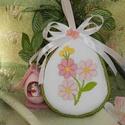 Hímzett húsvéti textil tojás, Dekoráció, Húsvéti díszek, Magyar motívumokkal, Ünnepi dekoráció, Hímzés, Varrás, Virágos mintával díszítettem ezt a textil tojást és sodrott zsinórral vettem körbe. Kedves húsvéti ..., Meska