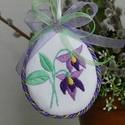 Hímzett húsvéti textil tojás, Dekoráció, Húsvéti díszek, Magyar motívumokkal, Ünnepi dekoráció, Hímzés, Varrás, Ibolyás mintával díszítettem ezt a textil tojást és sodrott zsinórral vettem körbe. Kedves húsvéti ..., Meska