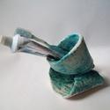 Tengerkék fogkefe tartó, Türkiz és hullámzik; nagyrészt ilyenek a tenge...