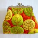 Őszi erdő pénztárca, Harsogó őszi színekben pompázik ez a pénztár...